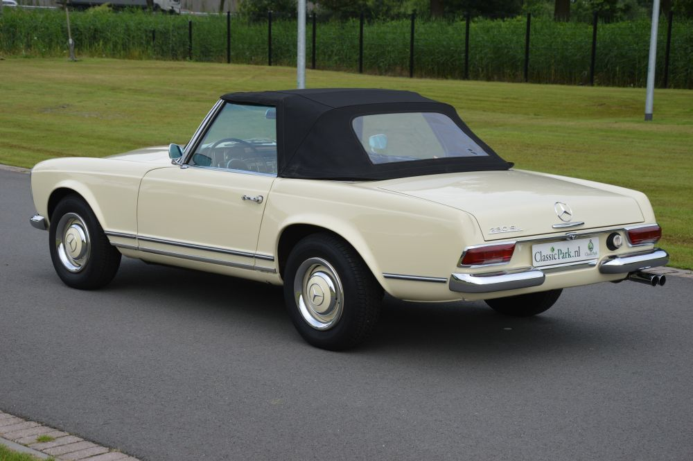Classic park cars mercedes benz 230 sl pagode for Parking at mercedes benz superdome